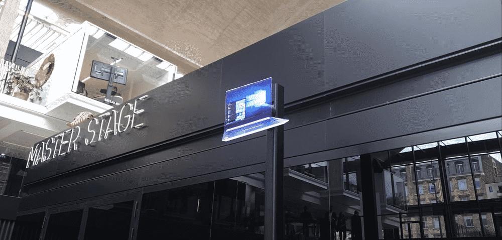 Prestation lancement de produit via projecteur holographique flottant sur fond transparent
