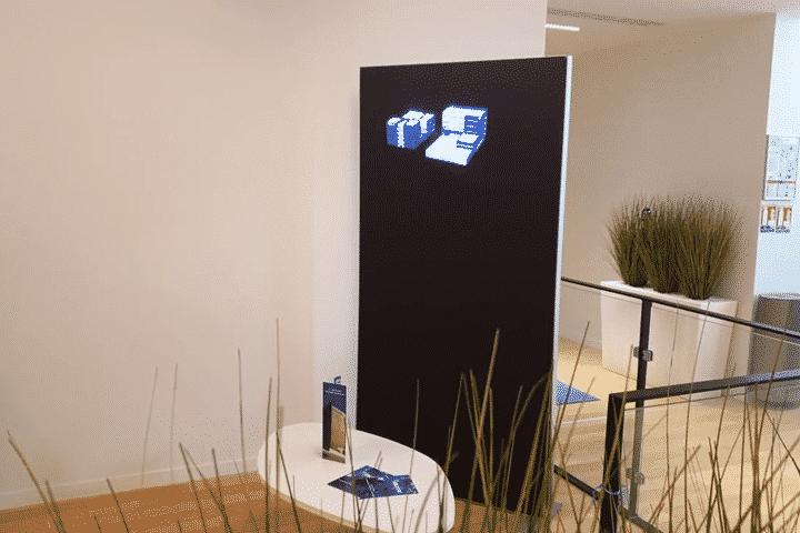 Prestation projecteur hologramme 3D sur fond noir pour l'événementiel