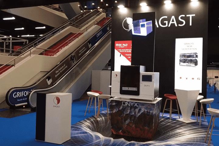 Prestation innovante avec ventilateur hologramme 3D sur stand événementiel